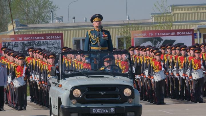 Рота барабанщиков и цветы ветеранам: парад Победы в Перми в 20 лучших фото