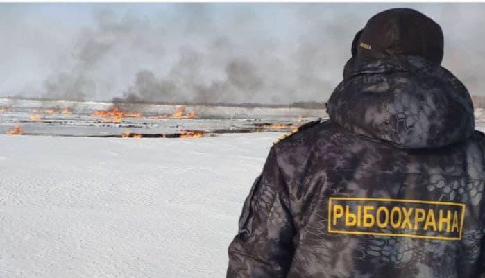 Пожар на Оби после аварии на трубопроводе продолжается третьи сутки, выделяется газ. Публикуем видео