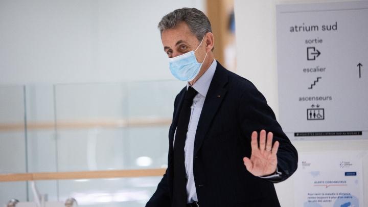 Экс-президент Франции получил реальный тюремный срок за коррупцию