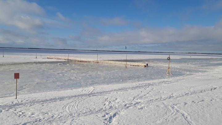 Вода ушла: по переправе на Кегостров снова можно ходить пешком