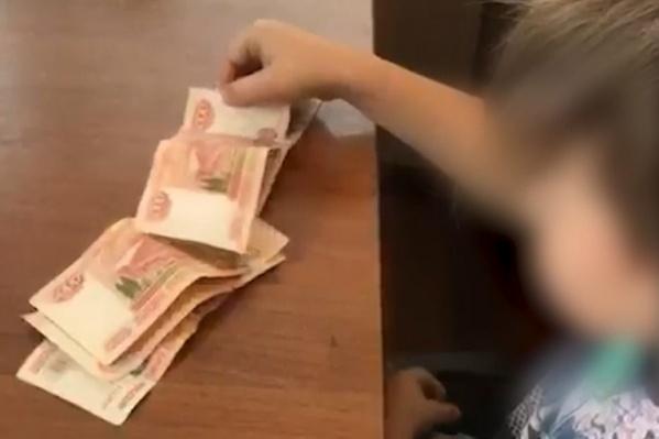 275 тысяч рублей он взял у бабушки