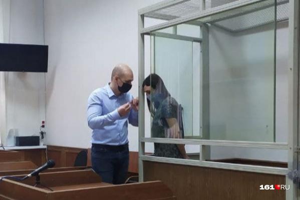 На фото — Ксения Серёдкина и ее адвокат Иван Бондаренко