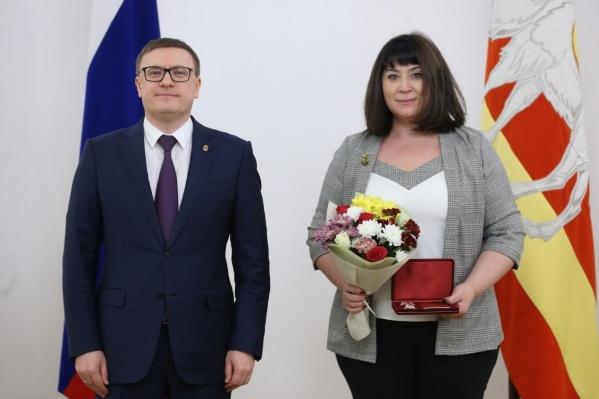 В прошлом году Елена Кутрова получила награду за свой труд от губернатора Алексея Текслера
