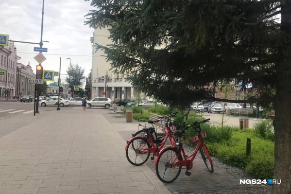 Велосипеды появляются по всему центру города