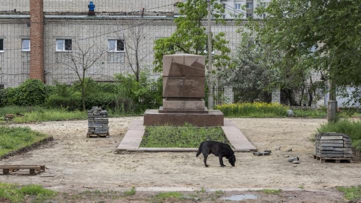 Развалили и забыли. В центре Волгограда так и не началась реконструкция сквера 8 Марта