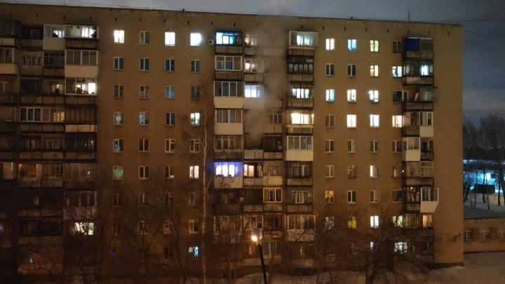 Люди просят о помощи: на Сортировке загорелась девятиэтажка