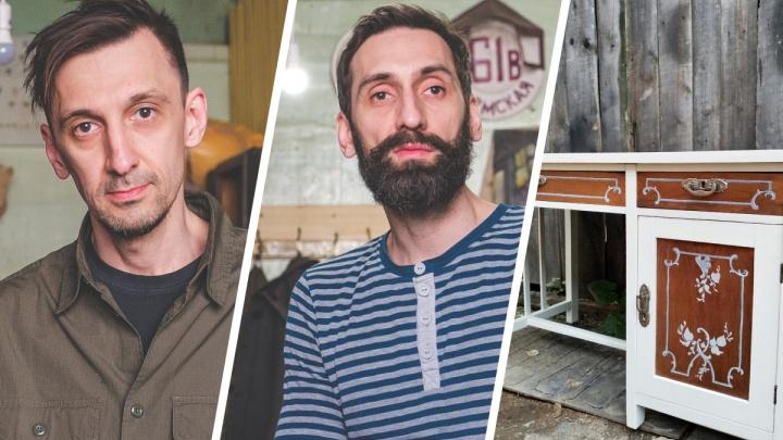 «Снова новое». Как братья в Перми открыли мастерскую, где реставрируют старинную мебель и учат этому сирот