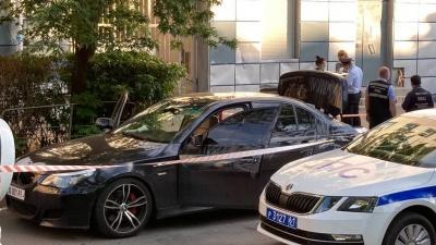 В центре Ростова мужчина обстрелял машину и скрылся