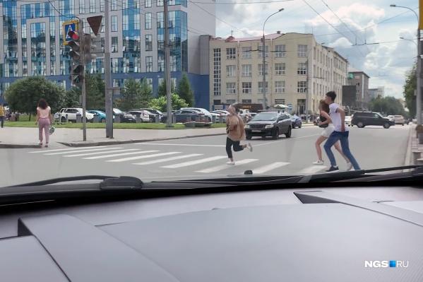 Если авто не остановится, у пешеходов нет шансов