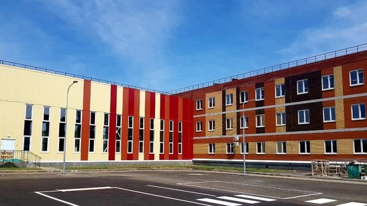 «Наверняка уже очередь из желающих переехать»: замглавы Минстроя оценил новую школу в волгоградском микрорайоне Санаторном