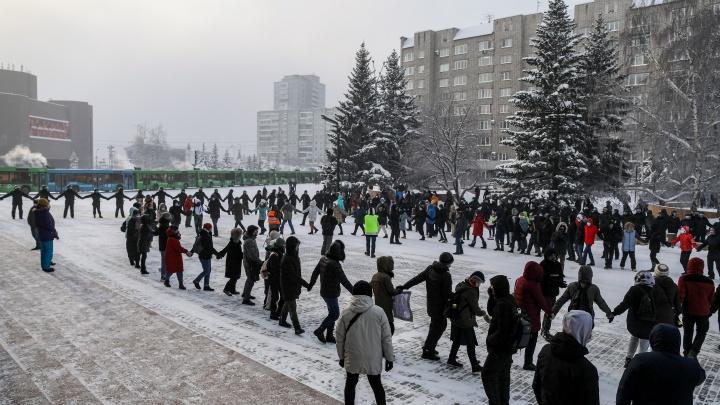 Задержания и хороводы: главные фото с акции протеста в Красноярске