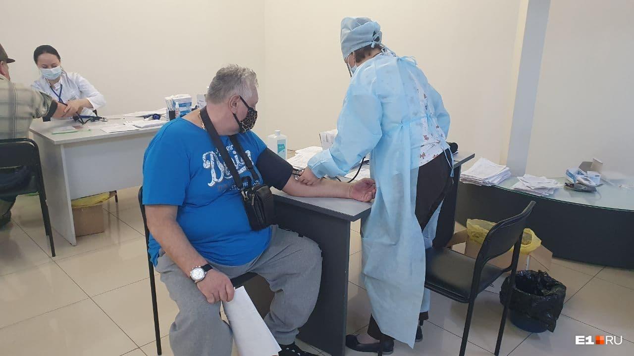 Перед процедурой медики проверяли давление