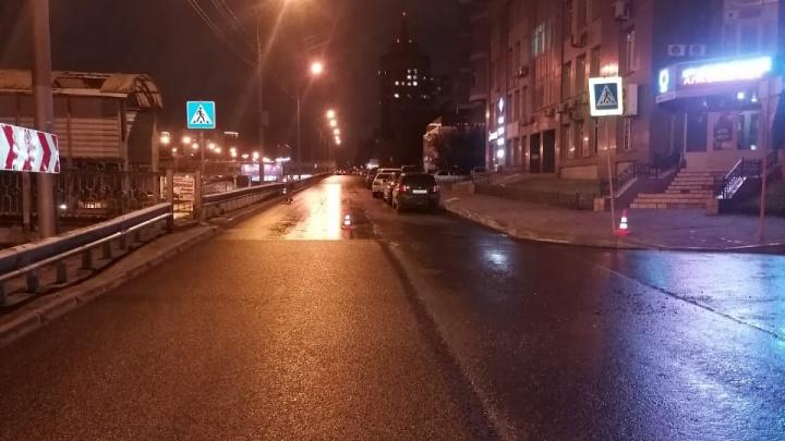 В Новосибирске водитель сбил 11-летнюю девочку на пешеходном переходе и скрылся