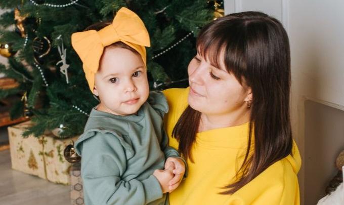 Уфимка пошла на парад Снегурочек, чтобы выиграть деньги на лечение годовалой дочери