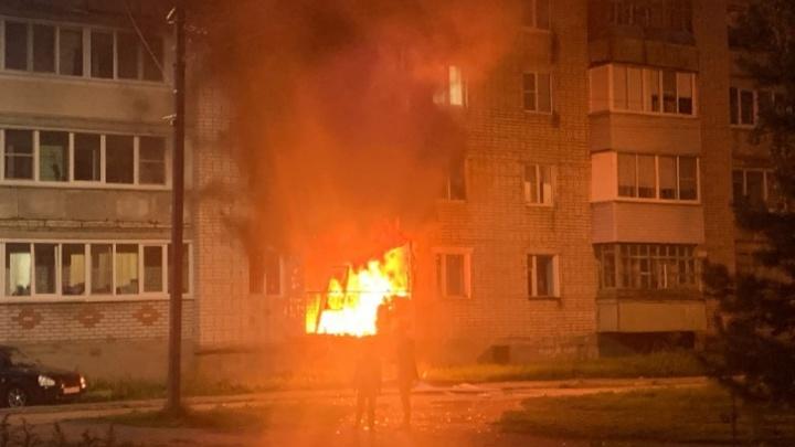 «Облила себя бензином и подожгла»: жители рассказали, как начался пожар в пятиэтажке в Ярославской области