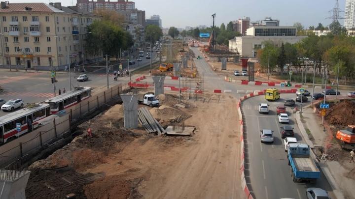 «Перекресток тоже частично закрыли»: смотрим, как изменилась схема движения на Ново-Садовой