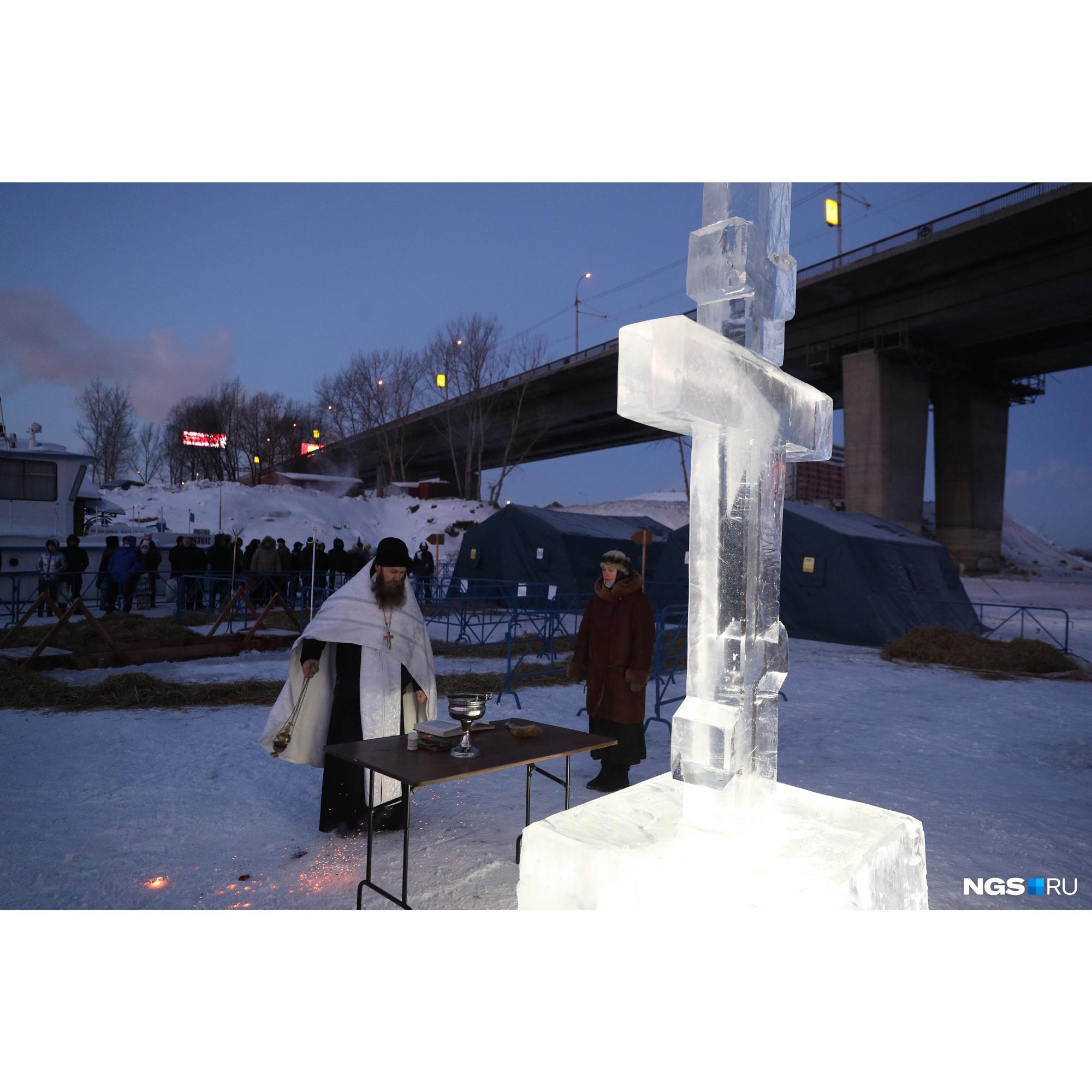У Димитровского моста собралось значительно больше людей