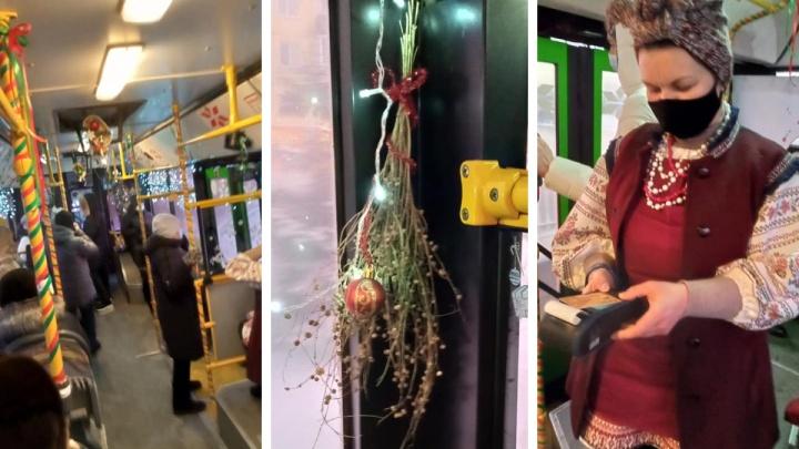 Кондуктор автобуса в Красноярске стилизовала салон под рассказы Гоголя