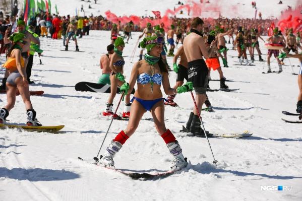 В этом году, по словам организаторов, ставить рекорд по спуску в бикини не будут