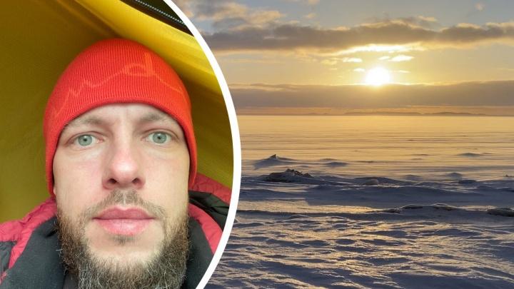 «Себя понять, на людей посмотреть»: лыжник в одиночку идет из Онеги в Северодвинск. Он показал свой быт