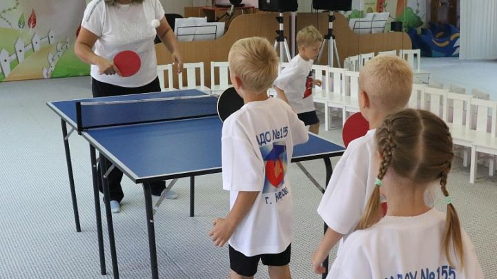 В кемеровских детсадах будут учить играть в настольный теннис. Власти объяснили, зачем это нужно