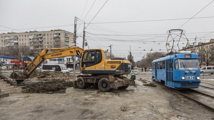 «Простые работяги устраняют огрехи властей»: в два «засыхающих» района Волгограда запускают воду