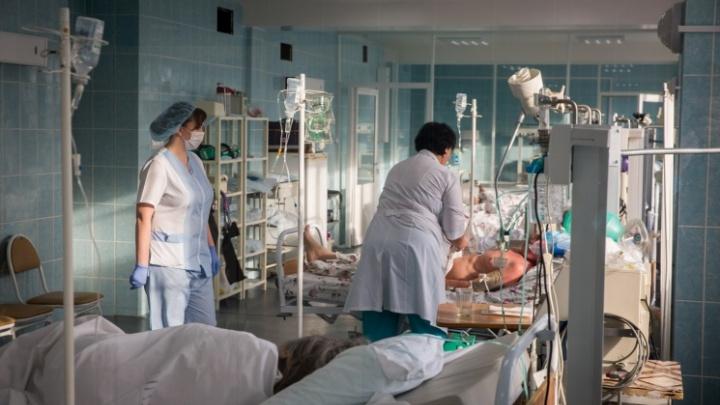 Минздрав объяснил очередь из скорых, которые собрались возле больницы № 3