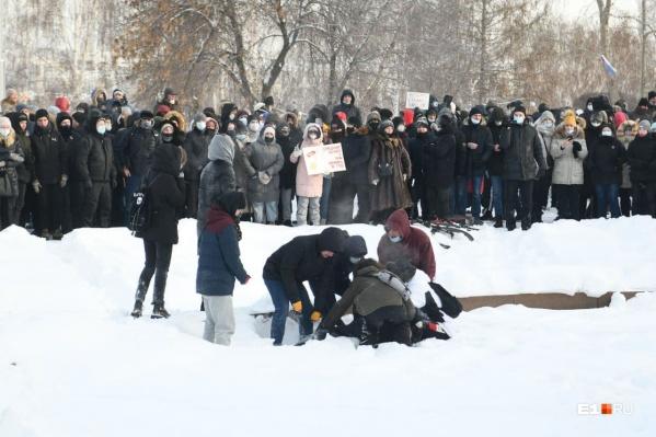 Мужчине стало плохо во время протестной акции
