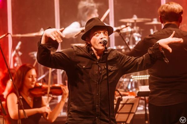 Глеб Самойлов написал большую часть песен «Агаты Кристи». 9 июня он приедет в Екатеринбург петь их вместе со своей новой группой
