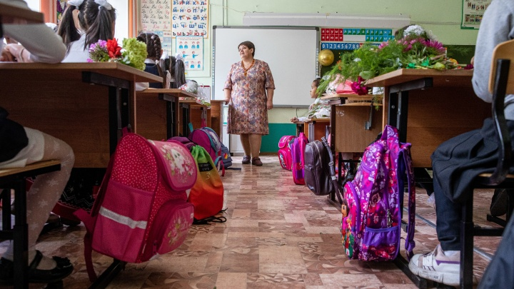В 7-м классе могут не знать русского языка. Как учатся в школе у Хилокского рынка, где большая часть детей — мигранты