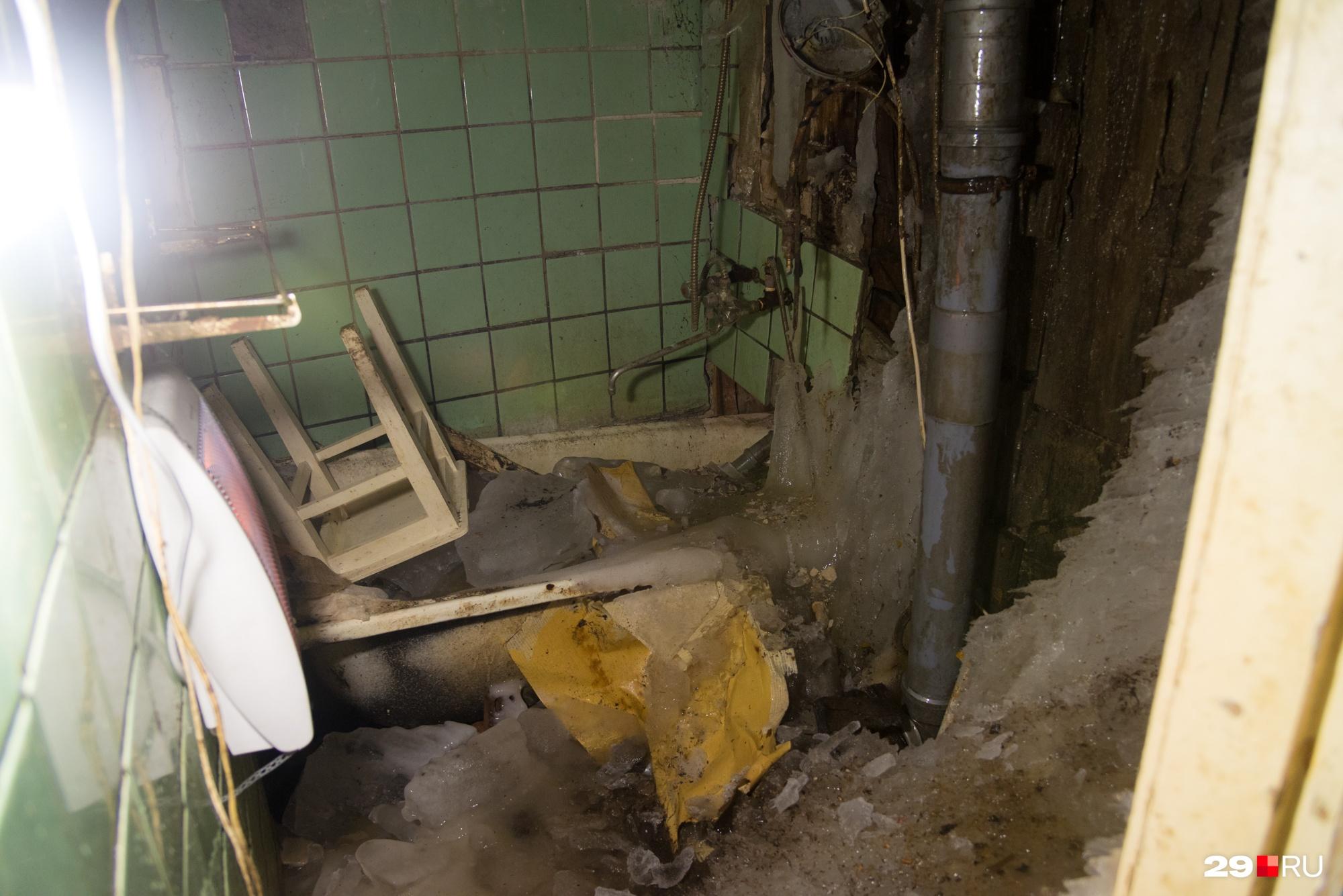 Вот как выглядит ванная комната в старой квартире Артёма Архипова