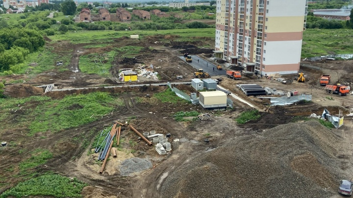 В Кемерово в июле сдадут первый дом в новом микрорайоне (новоселам придется жить в строительной грязи)