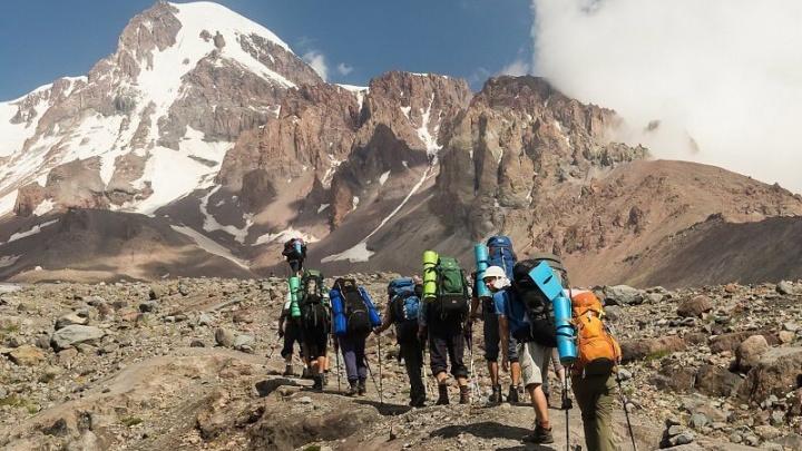 Пострадавшая при сходе ледника на Кавказе красноярка находится в тяжелом состоянии