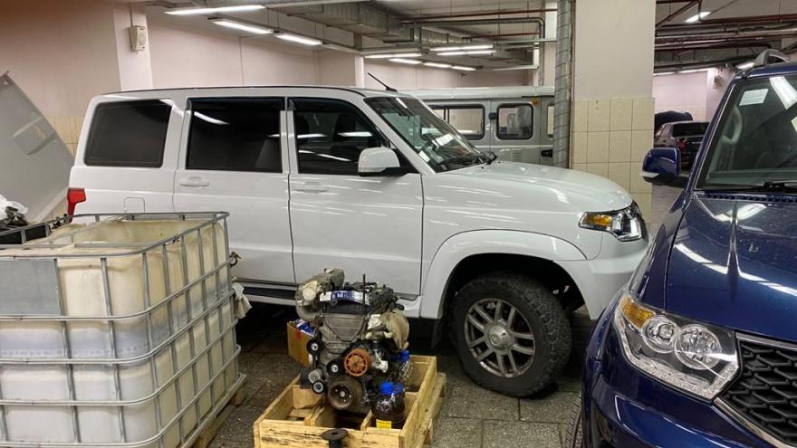 Автоцентр в Екатеринбурге рассказал о конфликте с клиентом, который ночует в сервисе два дня