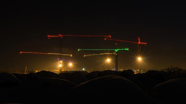 Яркие стрелы кранов: восемь фотографий со стройки нового кадетского корпуса
