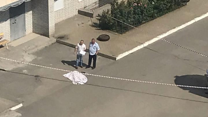 В Ростове школьница выпала из окна многоэтажки