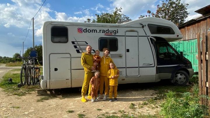 Продали квартиру ради дома на колесах: семья с тремя детьми бросила всё, чтобы путешествовать по России