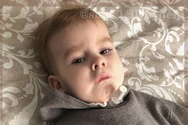 Малыш уже несколько месяцев живет с трахеостомой