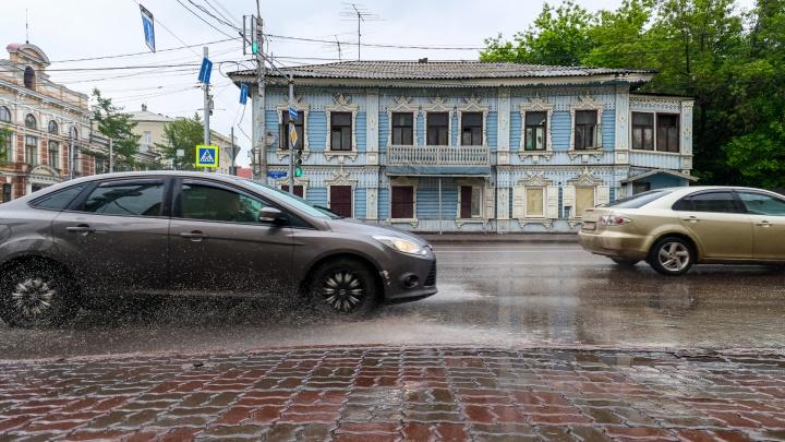 Сколько воды откачали коммунальщики с улиц Красноярска за вчерашний день — в одной картинке