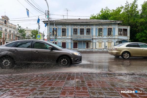 Дождь залил Красноярск, улицы были похожи на реки