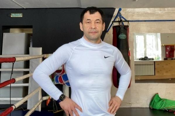 Мурат Нурпеисов был доволен своим весом (более 100 килограммов) и прожил в нем около десяти лет. Первыми сигнал бедствия подали колени