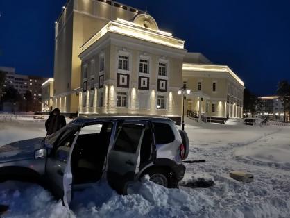 Житель Когалыма из ружья обстрелял здание полиции и банк