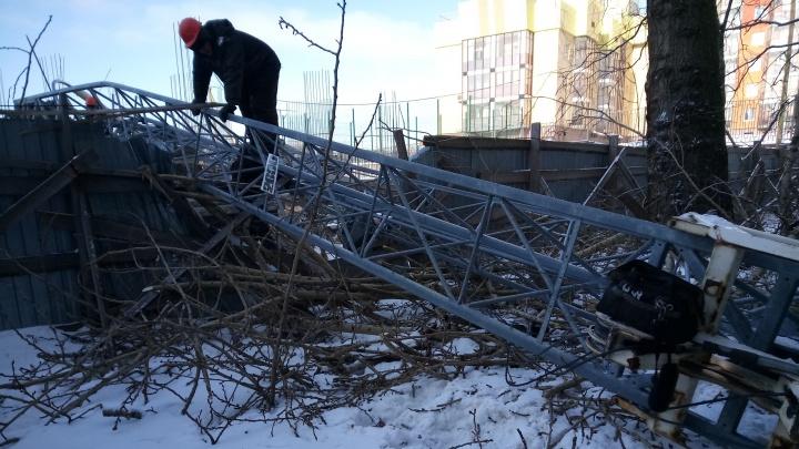 Областная прокуратура проверит, почему кран упал на жилой дом в Архангельске