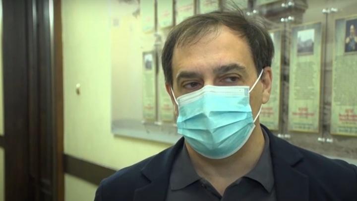 «Не призываем делать то, что не делаем сами»: замгубернатора Кузбасса поставил прививку от COVID-19