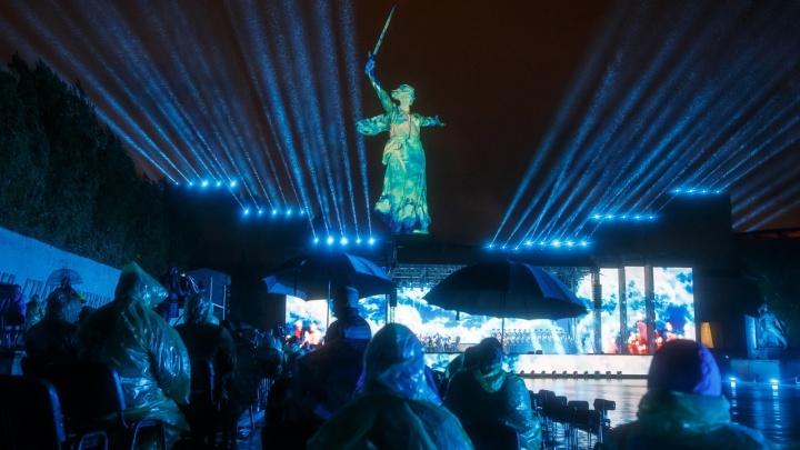 Траур, взрыв на «Вахте памяти» и раскол Дня Победы: итоги майских праздников в Волгограде