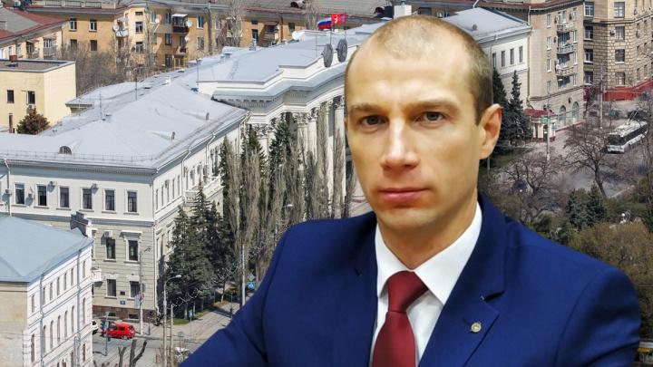 Носил взятки в облздрав. Подробности задержания главврача детской больницы в Волжском