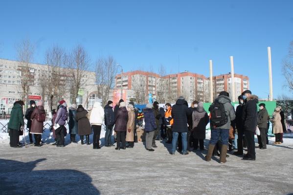 Активисты собираются у места, где предполагается застройка, против которой они выступают, по воскресеньям