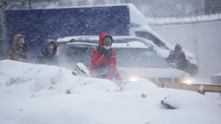 Сильный ветер, мокрая каша под ногами и нулевая видимость: сегодня Уфа попала в снежный плен