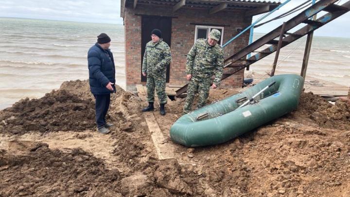 «К поискам присоединились водолазы»: под Волгоградом третьи сутки ищут пропавшего без вести школьника