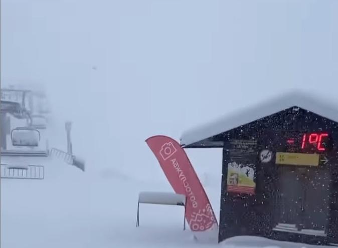 """В горах Сочи выпало <nobr class=""""_"""">17 см</nobr> снега"""